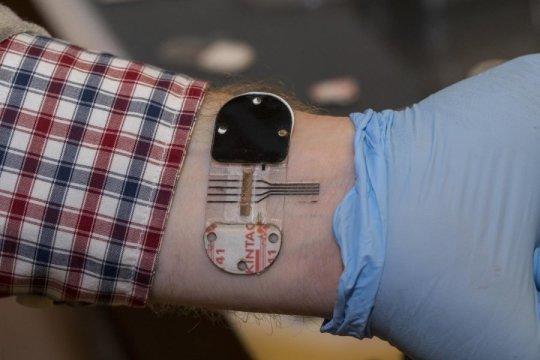 عرق، جایگزینی برای آزمایش خون