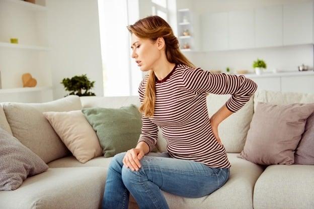 برای درمان کمر درد از این مسکن های گیاهی و طبیعی استفاده کنید