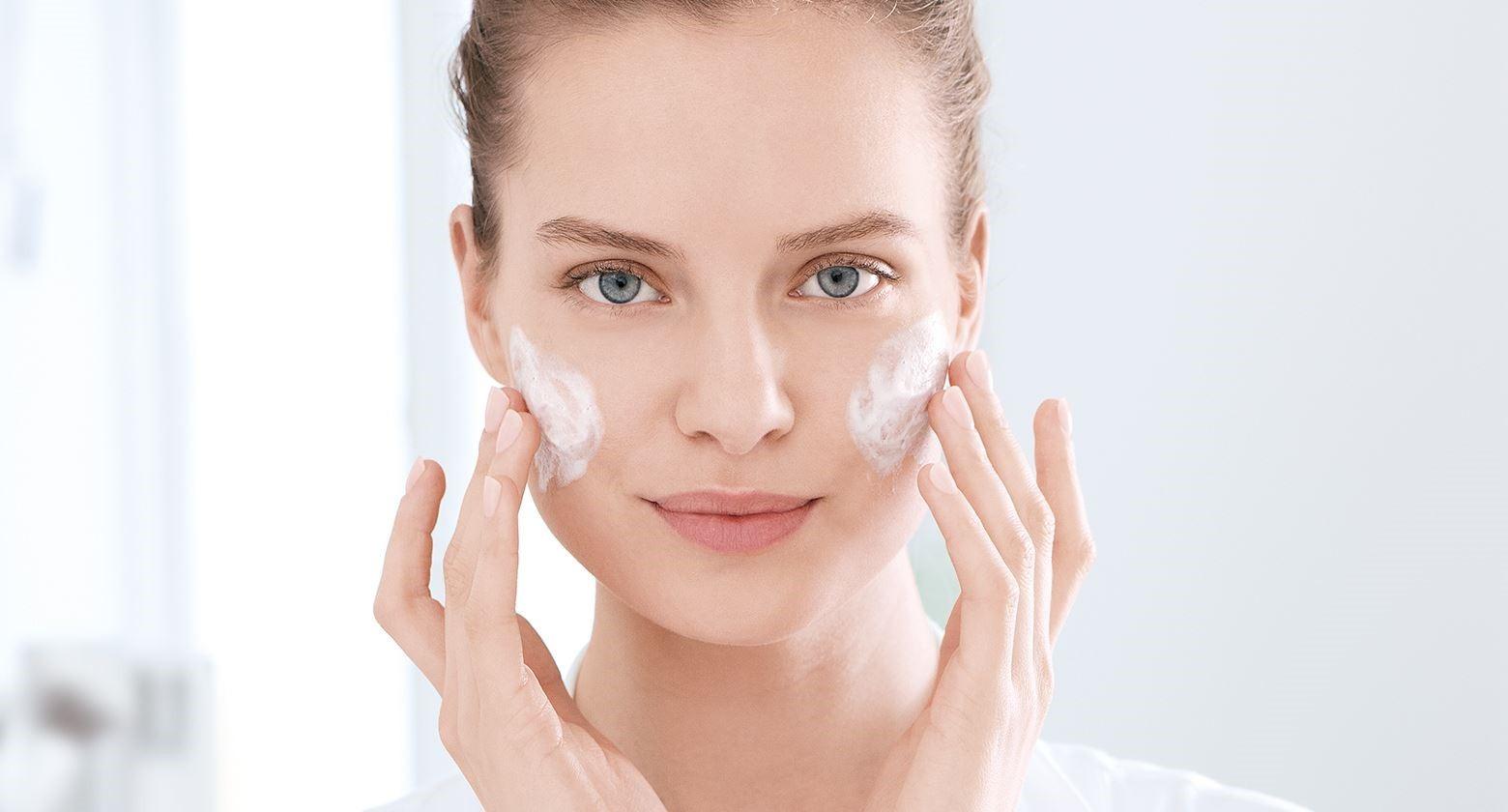 راهنمای کامل مرطوب کننده پوست چرب و خشک