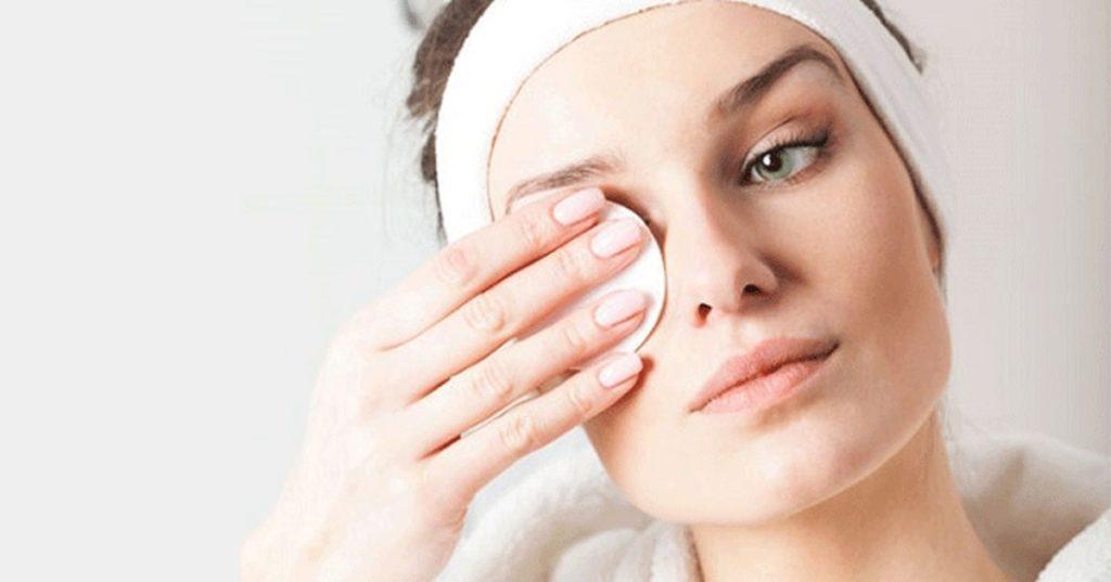 پاک کردن آرایش قبل از خواب